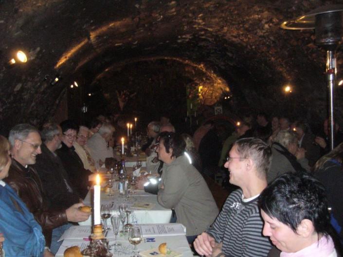 Burgkeller fröhliche Gruppen Weinprobe