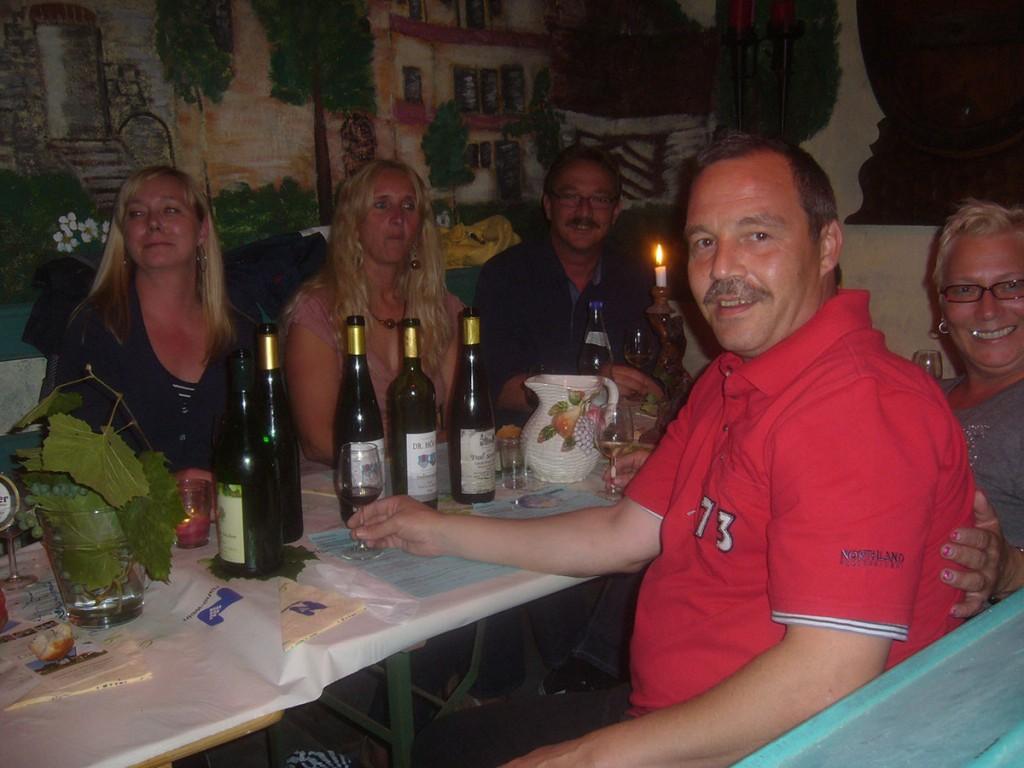 Weingut Dr.Höfer Schlossmühle Strausswirtschaft