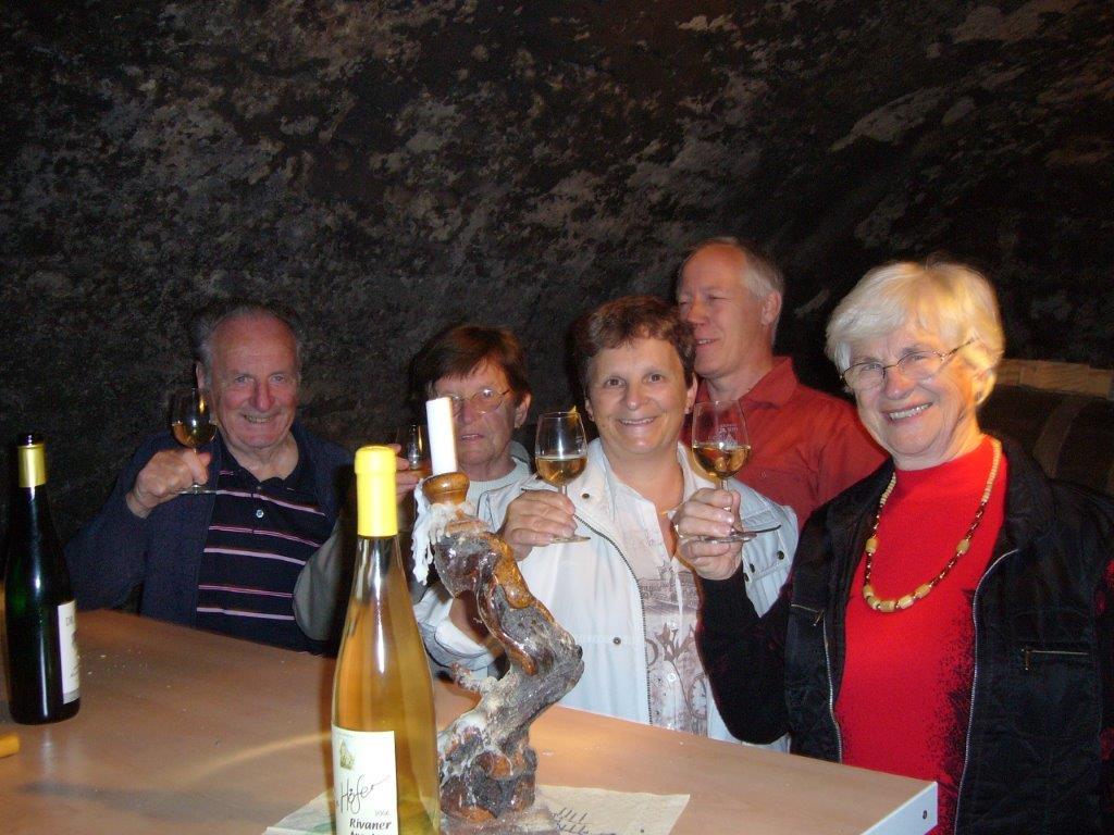 Weinkellerwanderung im 800Jahr alten Burgkeller