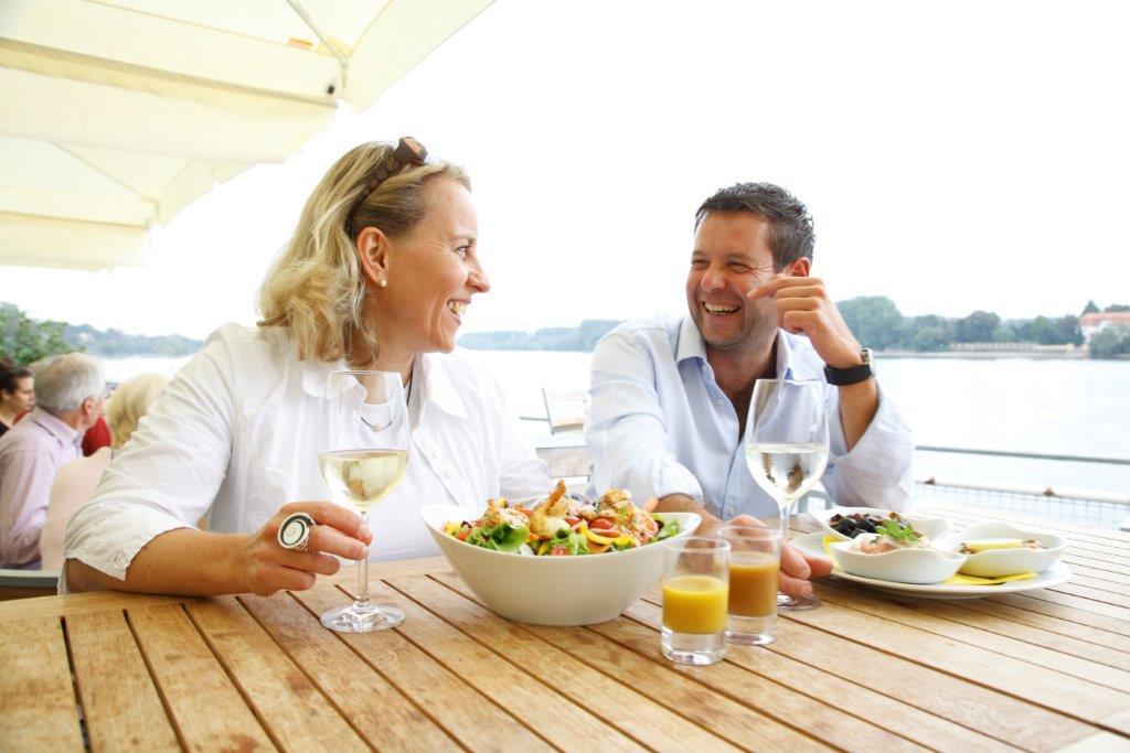 Urlaub im Weingut - Zeit und Entspannung mit Wein am Wasser
